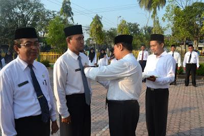 Kakankemenag Tanjungbalai Sematkan Pin Lima Nilai Budaya Kerja