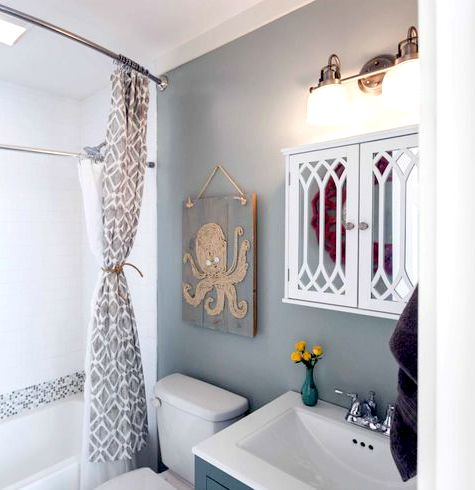 Fabulous Octopus Art in Bathroom