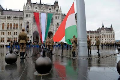augusztus 20, zászlófelvonás, Magyarország, Szent István,