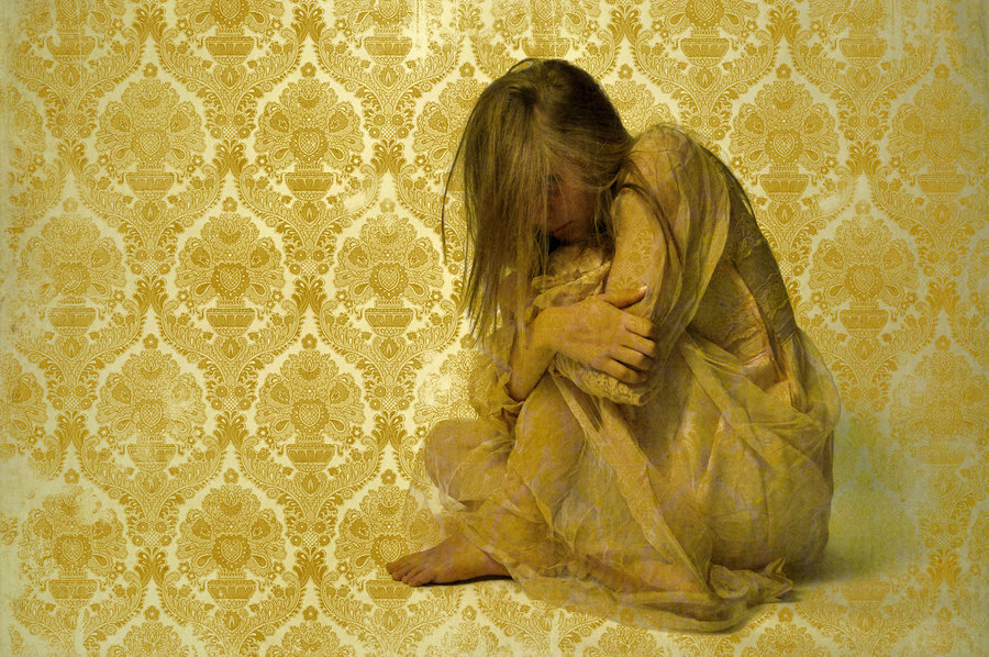 a look at postpartum depression in the yellow wallpaper Postpartum depression in the short story the yellow wallpaper written by charlotte perkins gilman, we are introduced to a woman, the narrator, who suffers from postpartum depression, a disorder in women that results from childbirth.