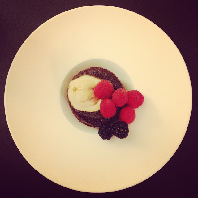 Molten chocolate lava cakes | hardparade.blogspot.com