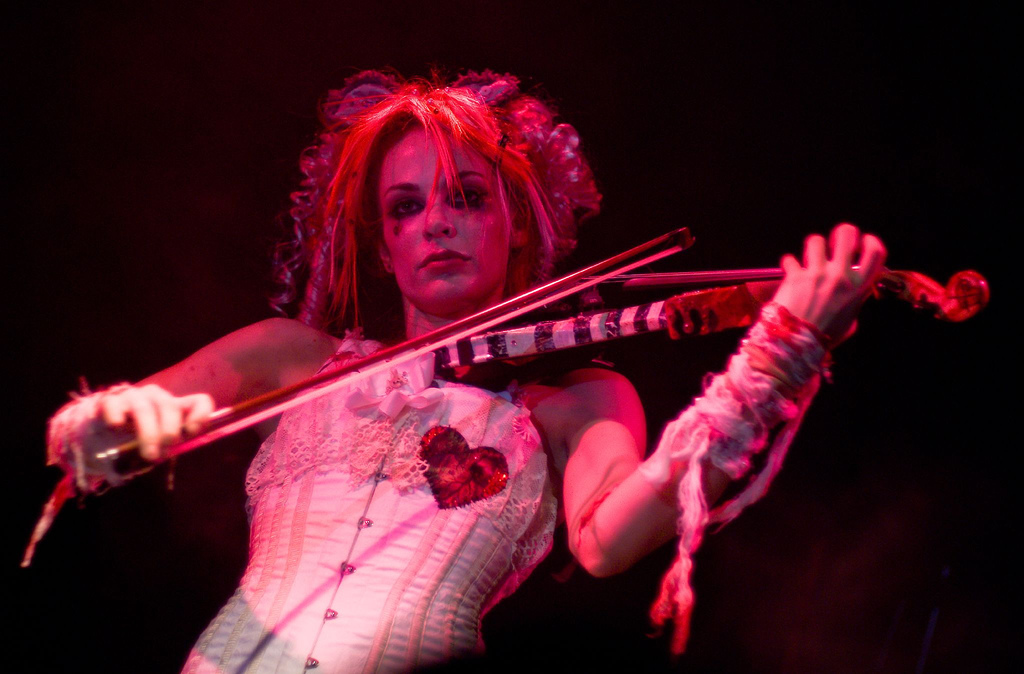 http://3.bp.blogspot.com/-QkANf_VsE9k/USwkaRf7VgI/AAAAAAAAIHc/ubhqhaDUCfg/s1600/Emilie+AutumnTITULO8.jpeg