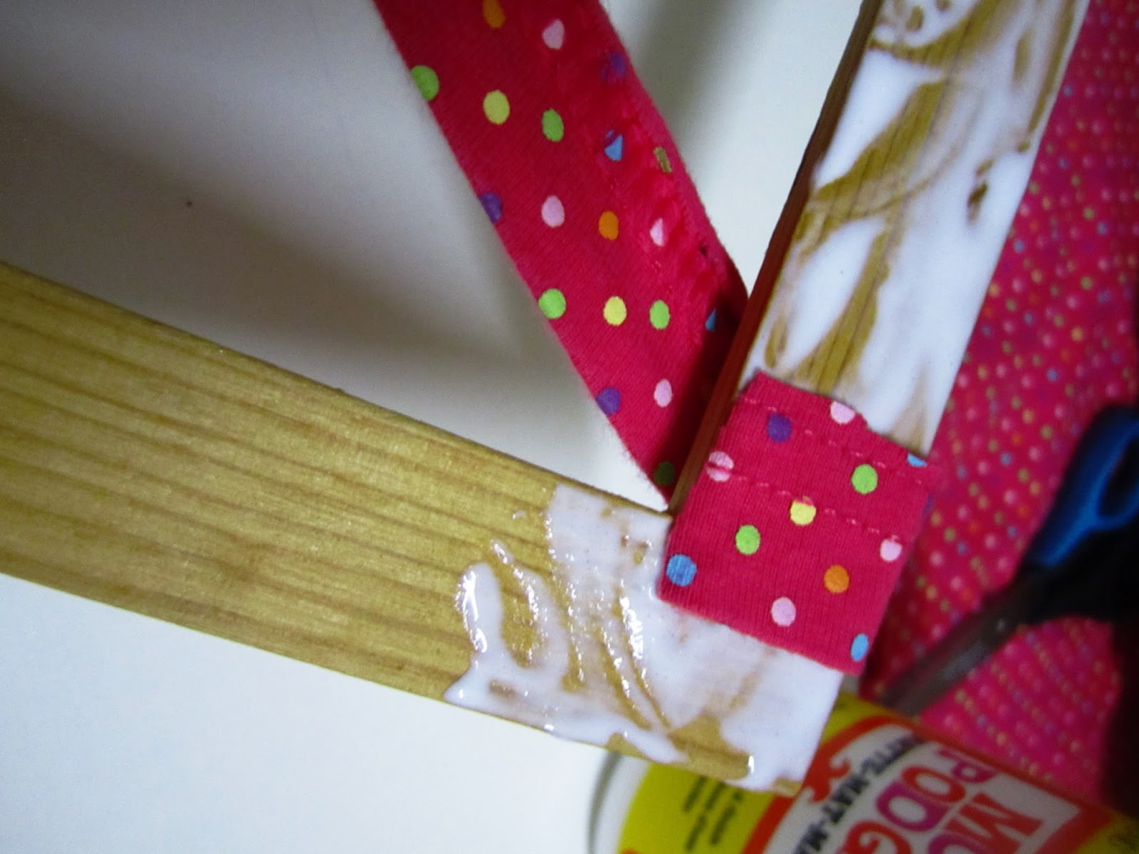 Bee 39 s and san 39 s diy fabric wrapped frames for Diy fabric picture frame