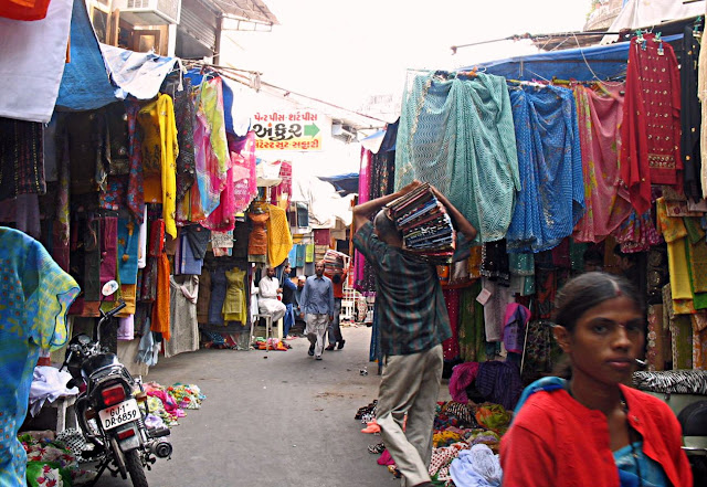 lane inside ahmedabad cloth market