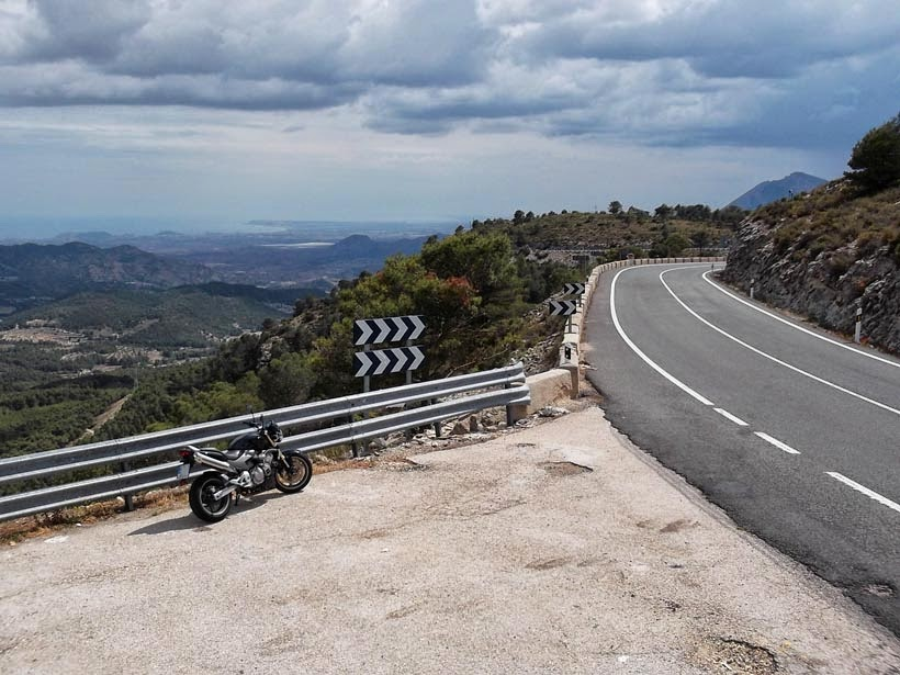 Bajando en moto hacia Alicante