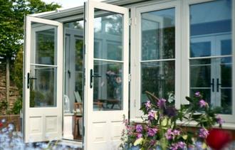 Terasz beépítés - télikert ajtó, ablak gyártás, javítás