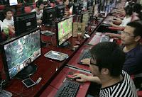 Kafejka internetowa w Chinach - Ludzie grają w gry
