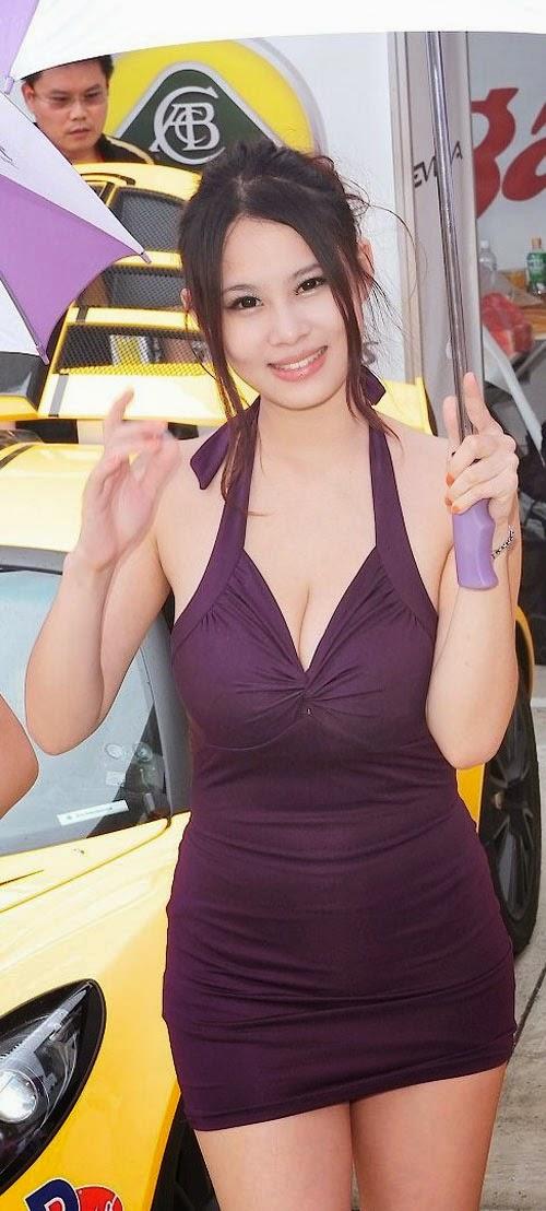 Người mẫu Đài Loan nổi tiếng nhờ vòng 1 lớn hơn 1 mét