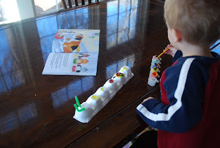 toddler, paint, hungry caterpillar, crafts based on books,