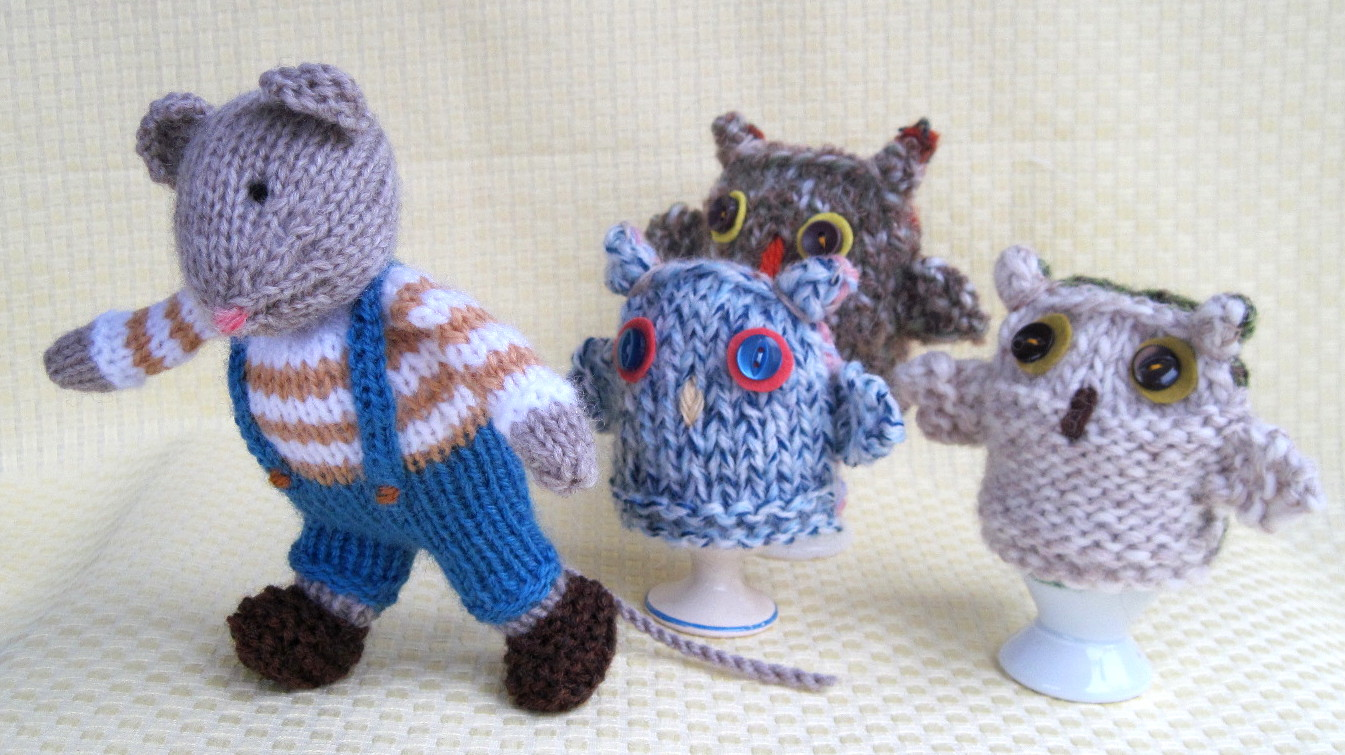 Owl Egg Cosy Knitting Pattern : Flutterby Patch: FREE PATTERN - Owl egg cosies