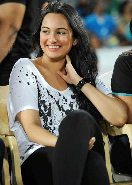 Sonakshi Sinha At CCL T20 Finals Photos