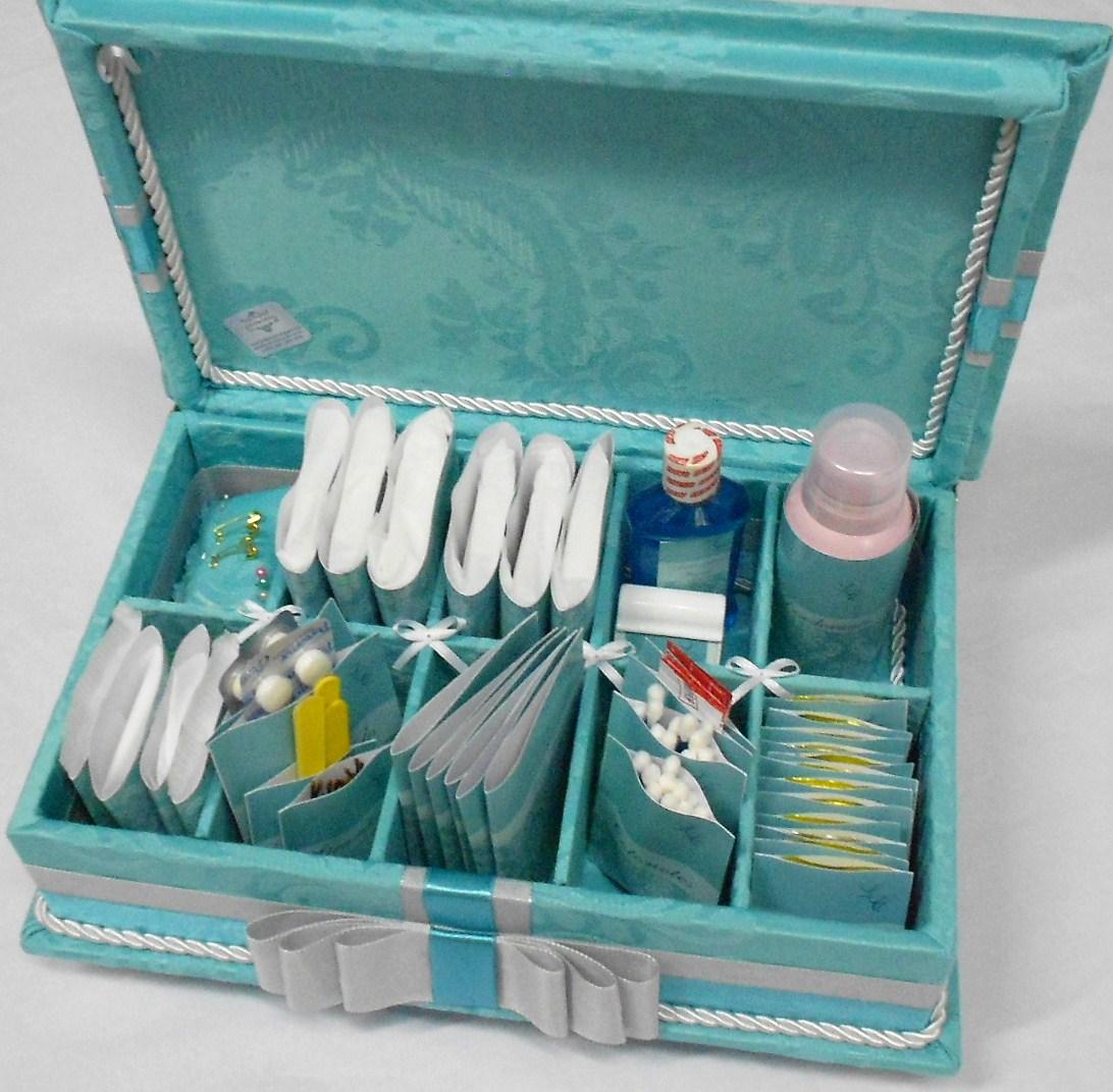 Caixa de madeira forrada em tecido azul tiffany para banheiro de festa  #12445E 1092x1071