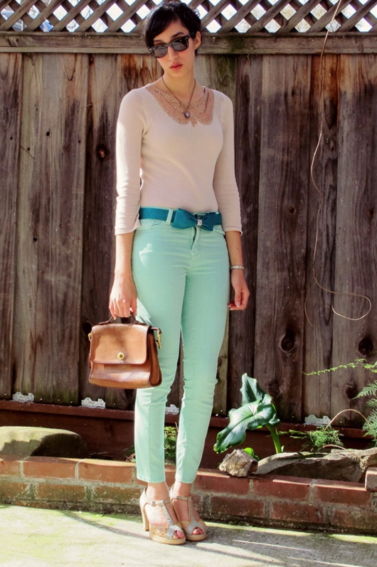 What Color Goes with Mint Green Pants