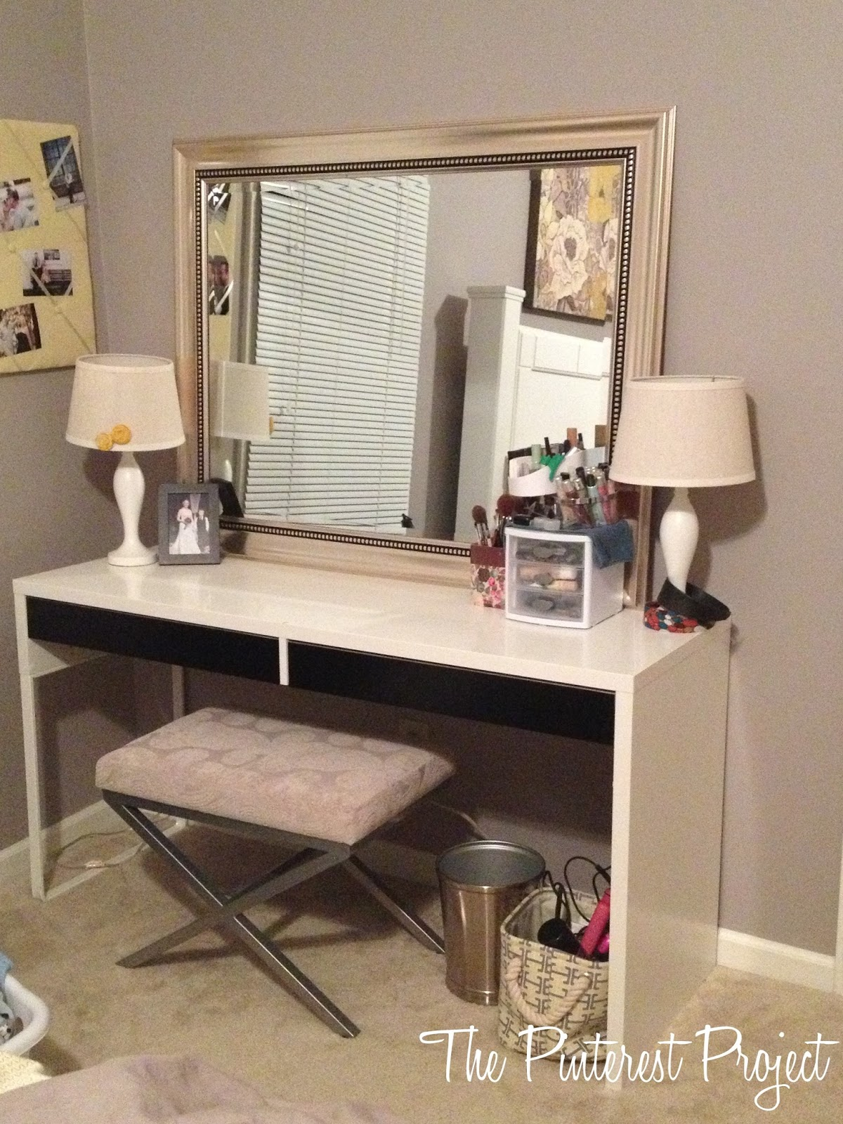 Vanity table with mirror and bench ikea for Ikea malm schreibtisch
