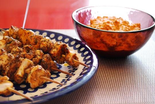 Szaszłyki z kurczaka  z paprykowym pesto