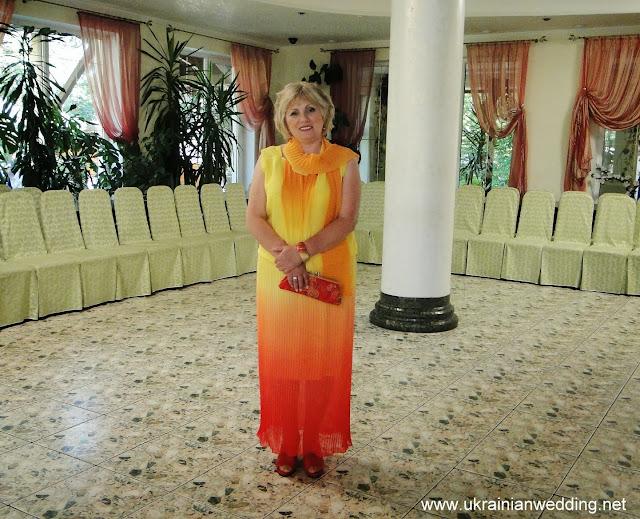Весілля дуже красива сукня у матері нареченої