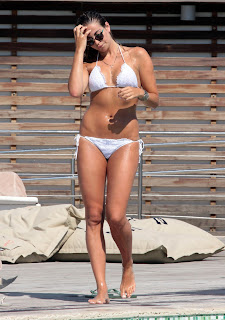 Veronica Angeloni shows off her hot bikini body by the pool in Italy