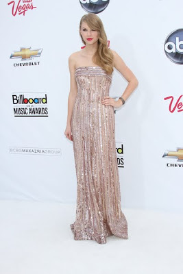 Taylor Swift in a strapless gown by Elie Saab at the 2011 Billboard Music Awards