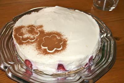 Tarta de mousse de leche merengada amb maduixes