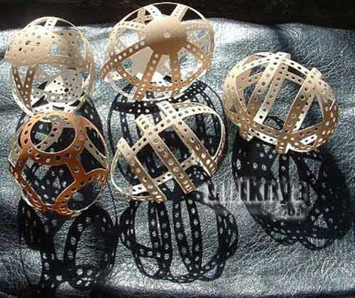 http://uniknya.com/2013/01/15/uniknya-karya-seni-dari-cangkang-telur