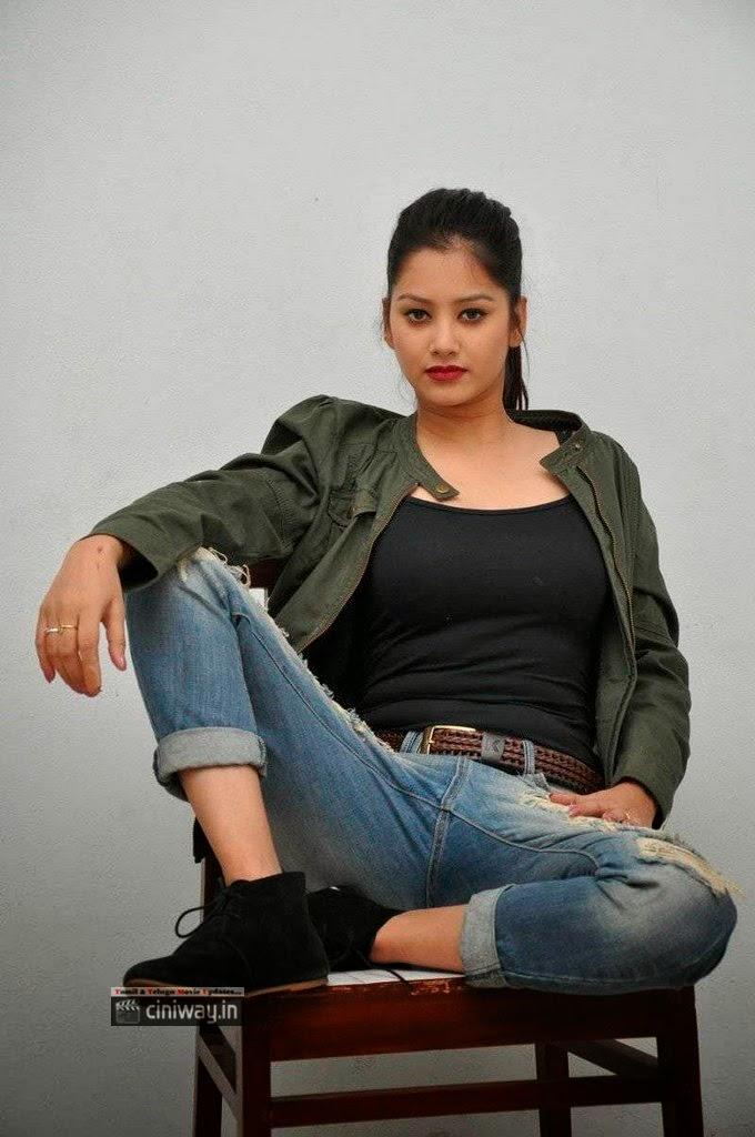 Monika-Singh-Stills-At-Ye-Rojaithey-Choosano-Movie-Audio-Launch