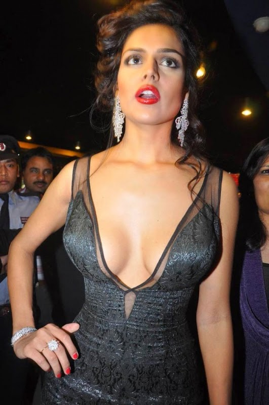 Nathalia Kaur Hottest HD Pics Unseen Bollywood actress model pics