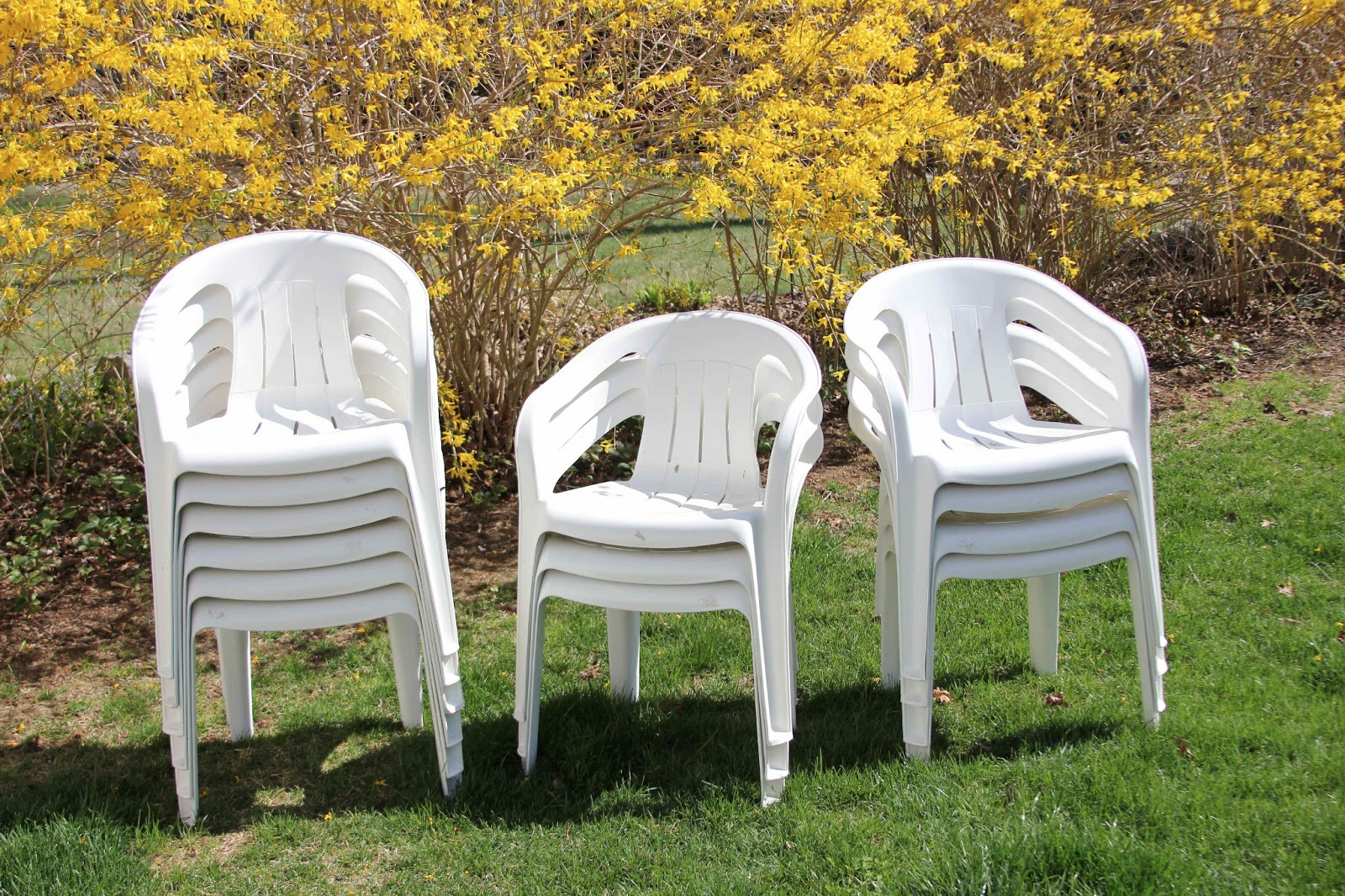 Craigslist patio chairs a thrifter in disguise plastic party chairs from craigslist patio Plastic outdoor furniture