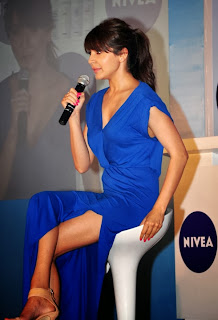Anushka Sharma showing thighs showing Hot Photos in Blue Dress