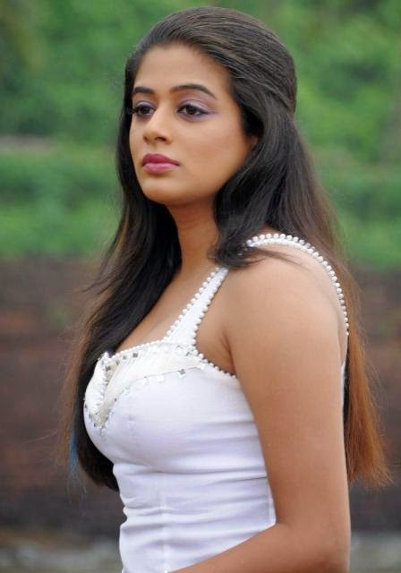 Priyamani cute wallpapers, Priyamani HD beautiful wallpapers, Priyamani cute images, Priyamani cute pics, Priyamani Cute HD photos,
