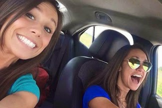 foto selfie Collette Moreno (kiri) dan Ashley Theobald