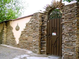 Каменный забор. Фото 7