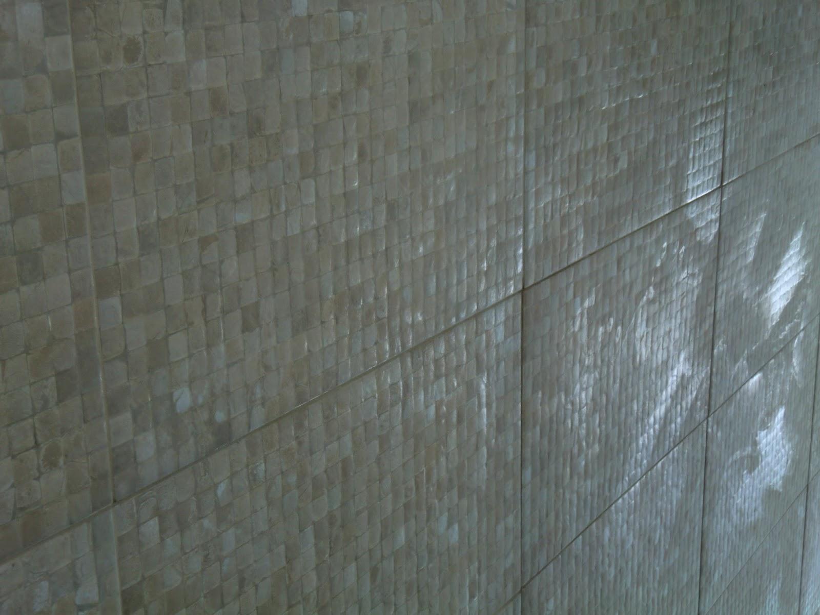 revestimento que imita pastilha de coco em bege claro Casa e Reforma #3C688F 1600x1200 Banheiro Com Azulejo Que Imita Pastilha