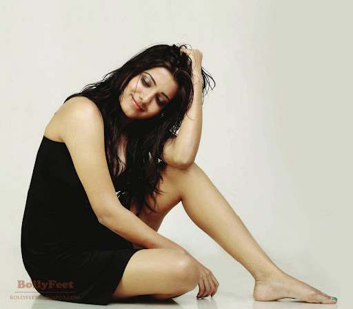 Tollywood Actress Poonam Bajwa Bare Feet