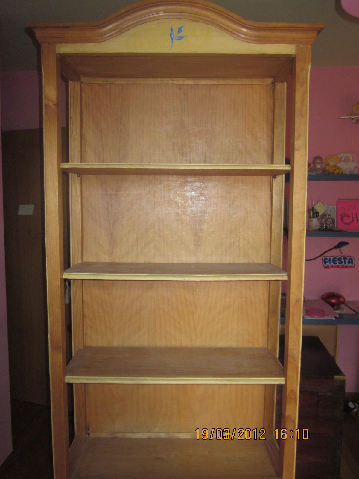Segundasmanos estanteria y comoda habitacion infantil for Estanterias habitacion infantil