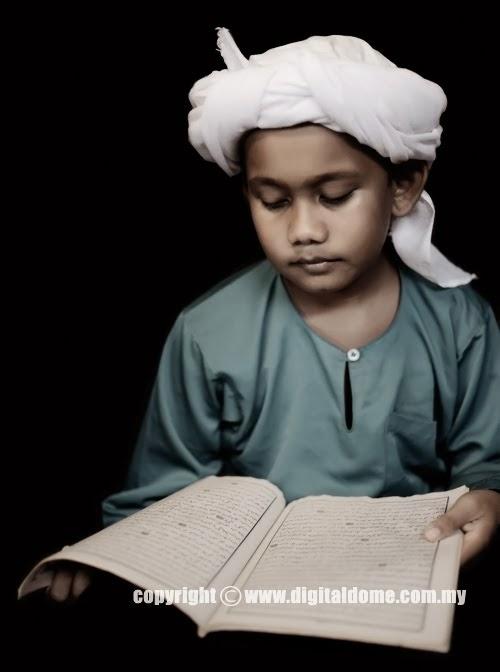 foto anak kecil membaca alqur'an