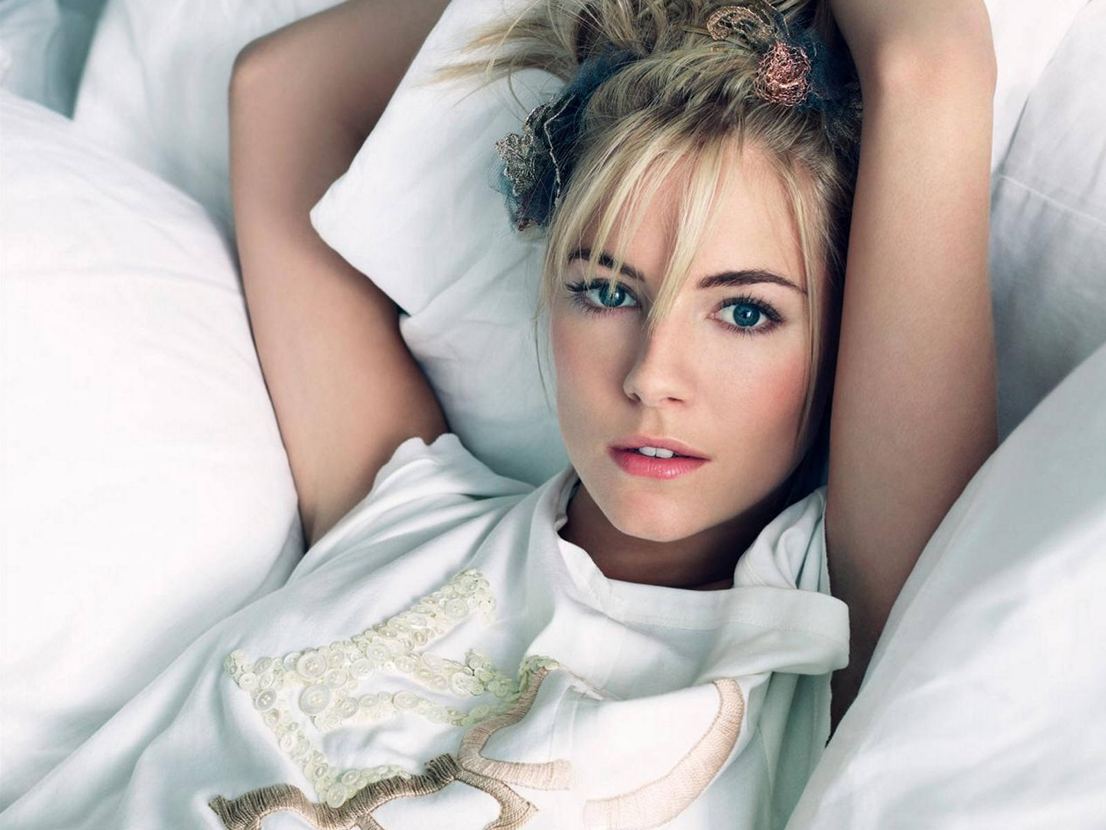 http://3.bp.blogspot.com/-QozBINqxrgk/TlVHA-5wZYI/AAAAAAAAGk0/-G5WUD-wl3Q/s1600/Sienna-Miller08.jpg