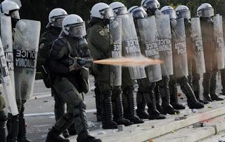 Η νεολαία ΣΥΡΙΖΑ τώρα θέλει κατάργηση των ΜΑΤ -Θα αφήσουν τίποτα όρθιο;
