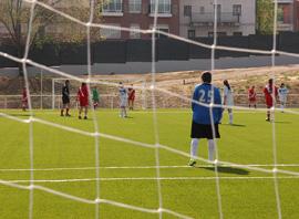 sueño con la final entre el Real Madrid y el Barça en un campo de fútbol de barrio