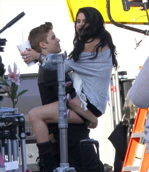 are justin bieber and selena gomez dating 2013