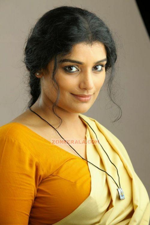 Deepika Padukone Hair 2012 1stbuzz: swetha menon ...