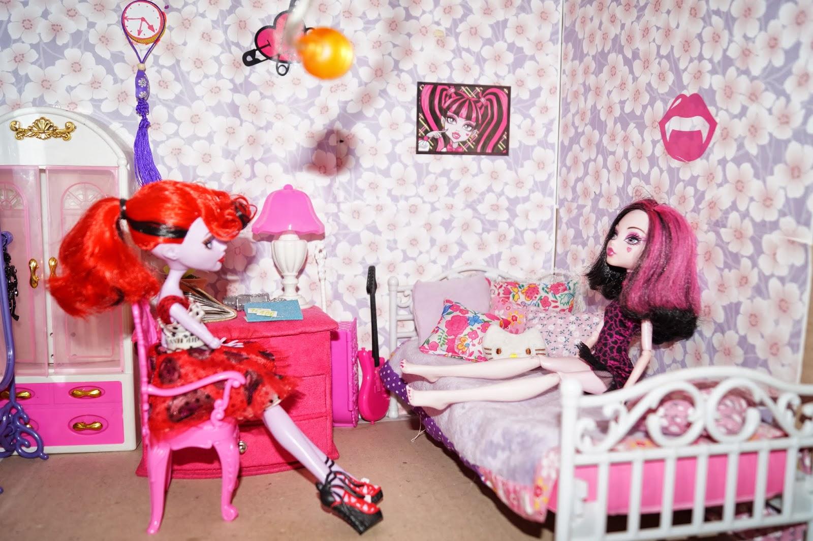Смотреть как сделать дом для кукол своими руками