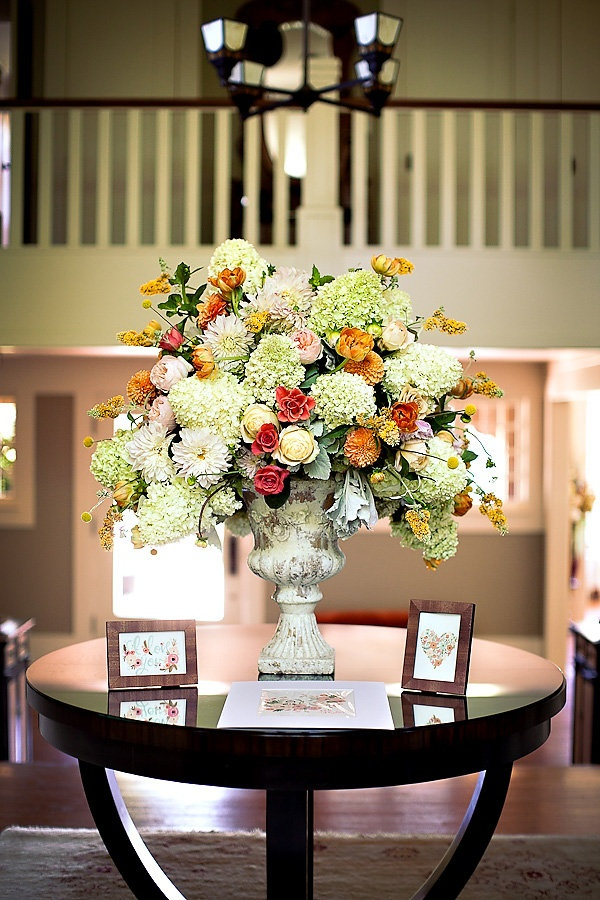 Foyer Table Flower Arrangements : New home interior design foyer flower arrangement