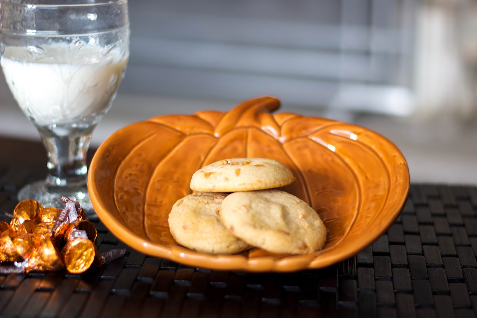 Carrie's Experimental Kitchen: Pumpkin Spice Kisses Sugar Cookies