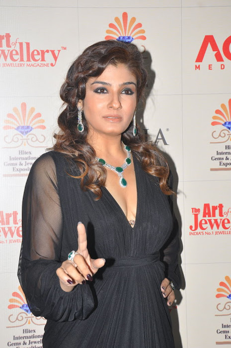 raveena tandon launches 8th higje hot images