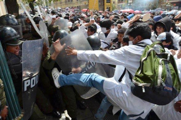 http://3.bp.blogspot.com/-Qq6MeAyx_Eo/T5lrdPG7Y6I/AAAAAAAAEm8/h6upmjxkSgc/s1600/Policias+y+U.jpg