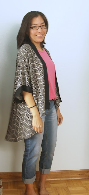 black geometric print kimono top with pink tank and cuffed jeans