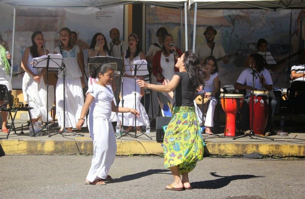 Show de músicas folclóricas na Feirinha