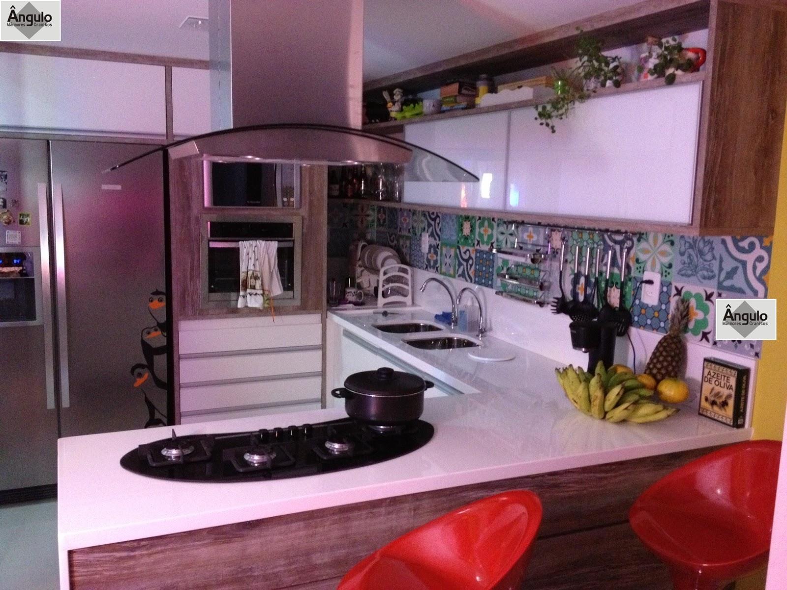 Ângulo Mármores e Granitos: Cozinha Balcão e Mesa em Nanoglass #AC1F23 1600 1200