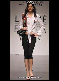 Diana Penty Modeling Pic - (7) - Diana Penty Hot Pics - Model Ramp Walk Fashion Show
