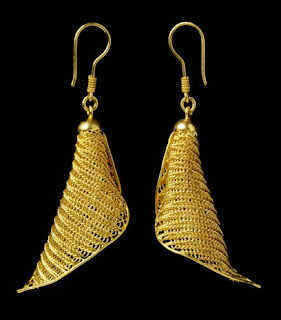 gold earrings for men